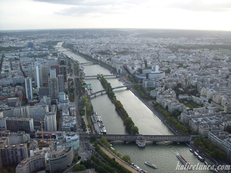Eyfel Kulesi'nden Sen Nehri
