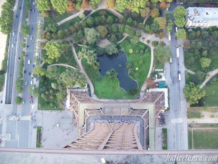 Eyfel Kulesi'nden aşağının görünümü