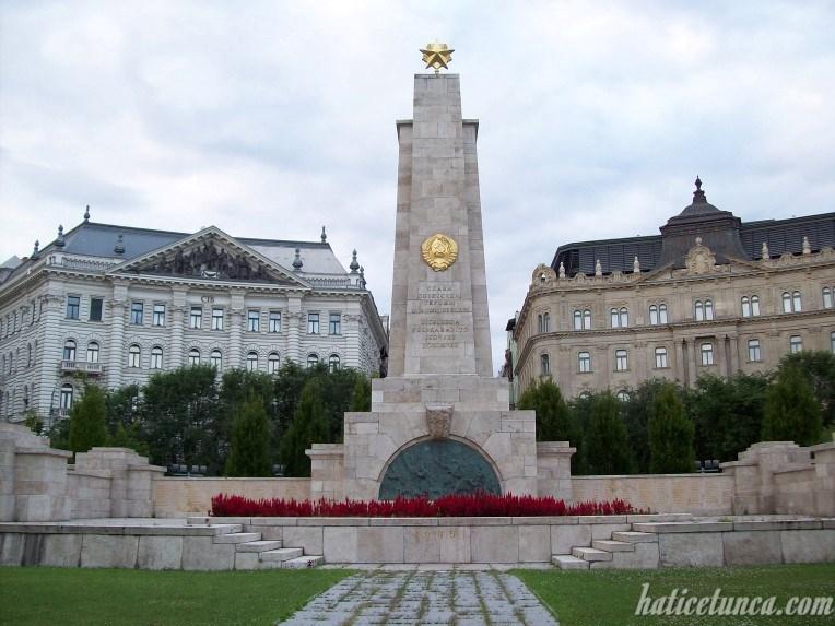 Özgürlük Meydanı'ndaki anıt