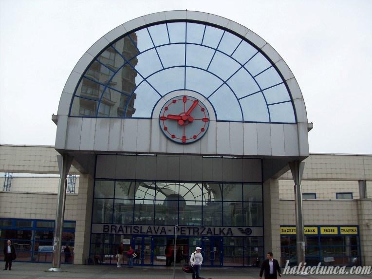 Bratislava-Petrzalka Tren İstasyonu