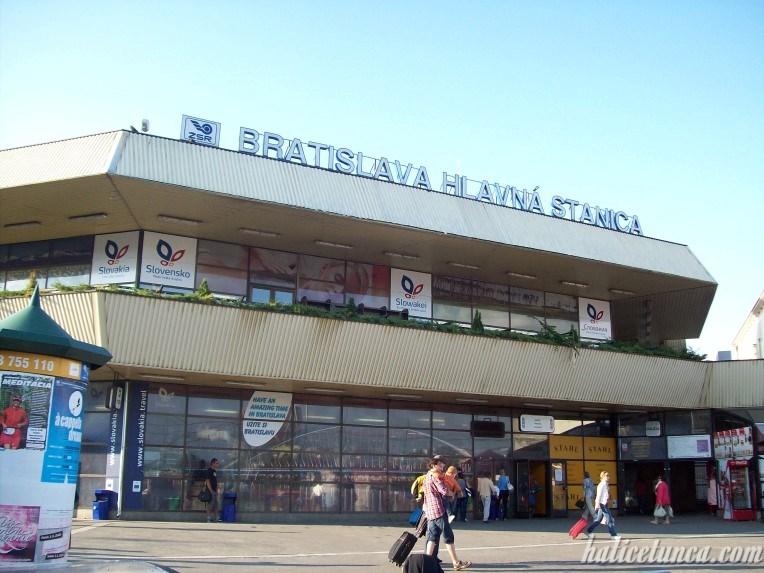 Bratislava Merkez Tren İstasyonu