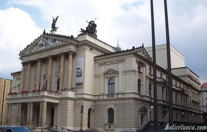 Prag Devlet Operası