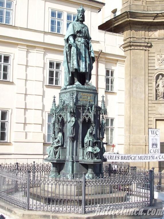 IV. Karl Heykeli