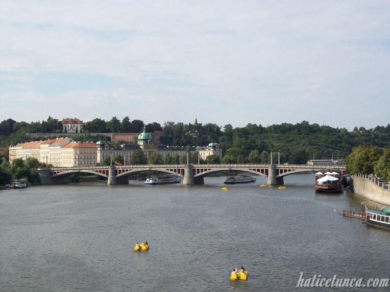 Manes Köprüsü