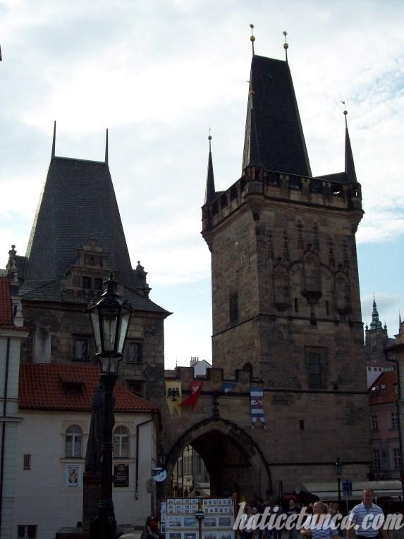 Küçük Şehir Köprü Kulesi