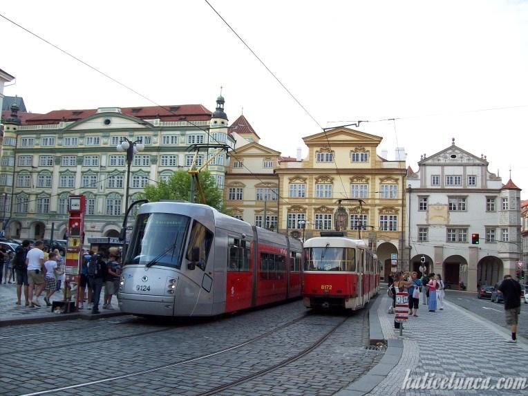 Küçük Şehir Meydanı