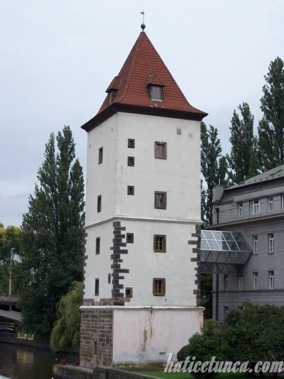Küçük Şehir Su Kulesi