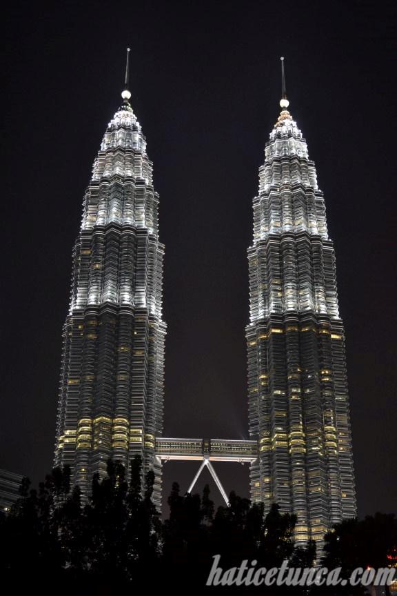 Petronas İkiz Kuleleri