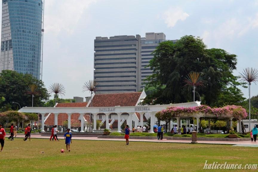 Bağımsızlık Meydanı