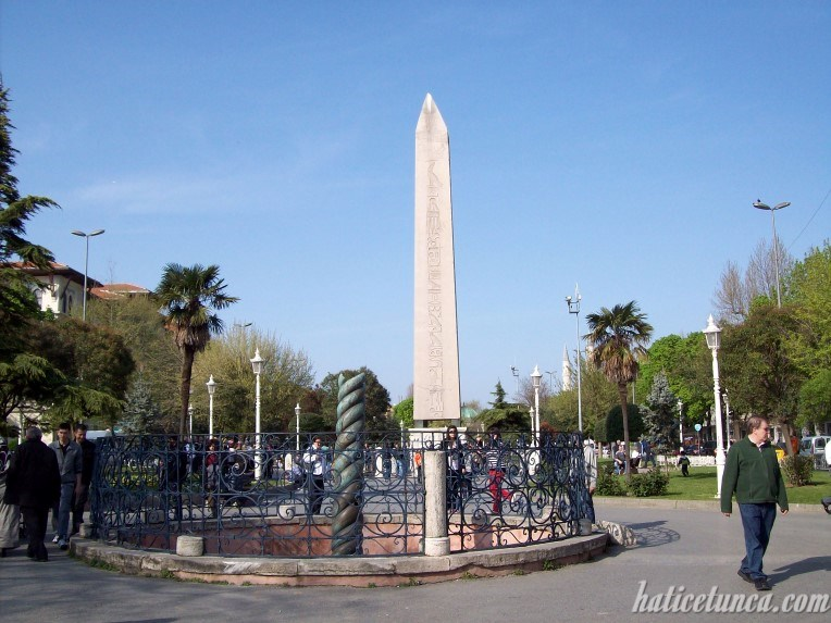 Yılanlı Sütun ve Obelisk