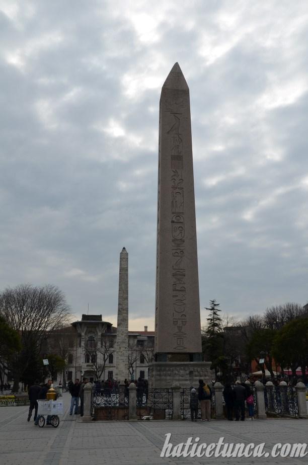 Obelisk ve Örme Dikilitaş