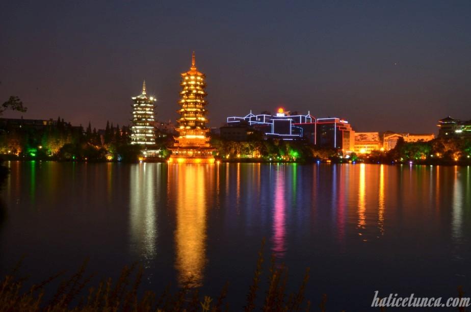 Güneş ve Ay Pagodaları