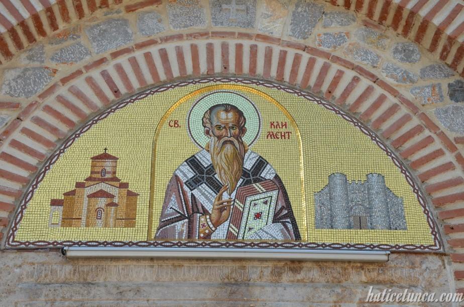 Aziz Kliment ve Panteleimon Kilisesi girişi