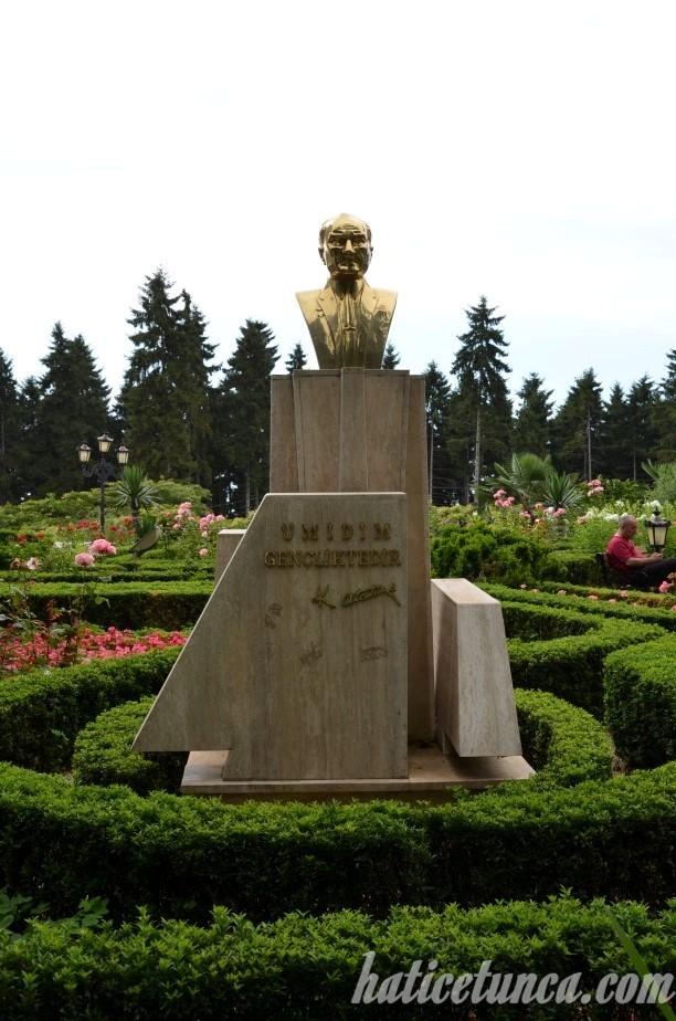Atatürk Köşkü-Atatürk Büstü