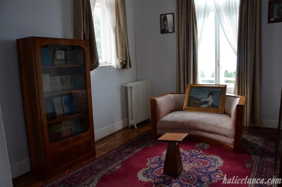 Atatürk Köşkü-Kütüphane