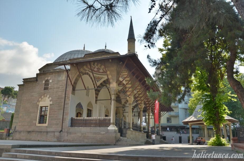 Gülbahar Hatun Cami ve şadırvanı
