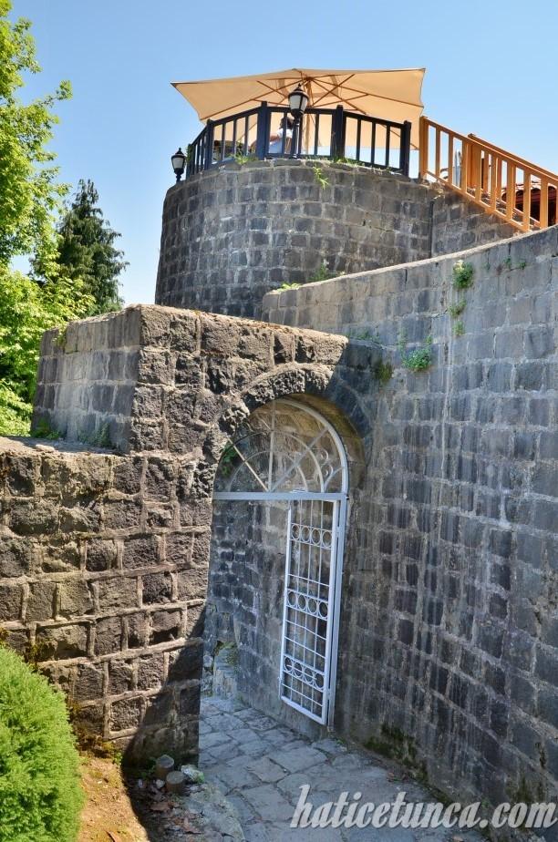 Rize Kalesi giriş kapısı