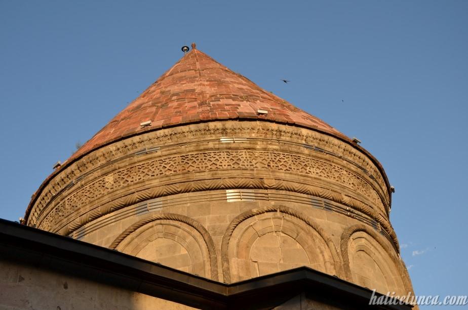 Çifte Minareli Medrese-Kümbet