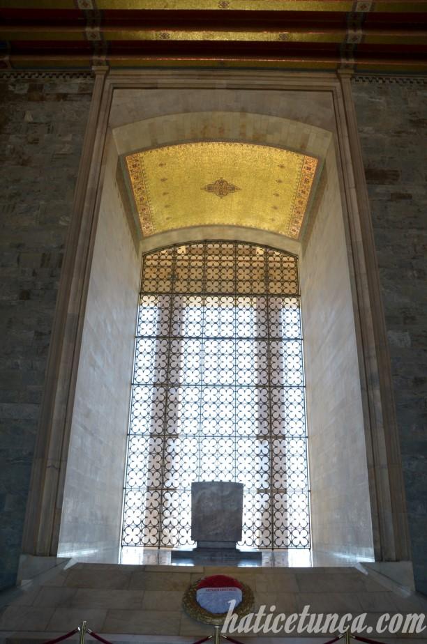 Mozole'de Atatürk'ün lahdi
