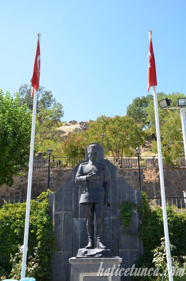 Gazi Mustafa Kemal Atatürk Heykeli
