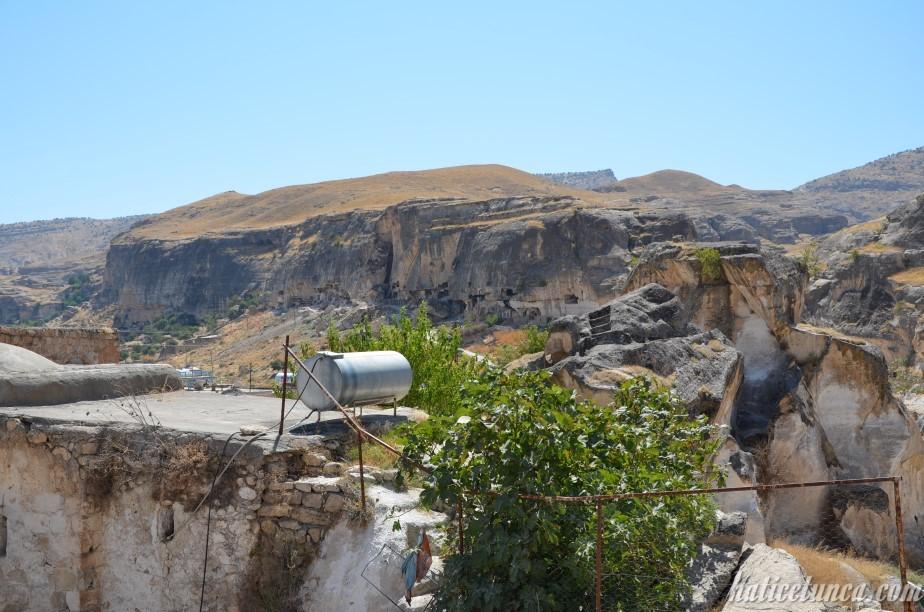 Hasankeyf Kalesi arka tarafı-Mağaralar