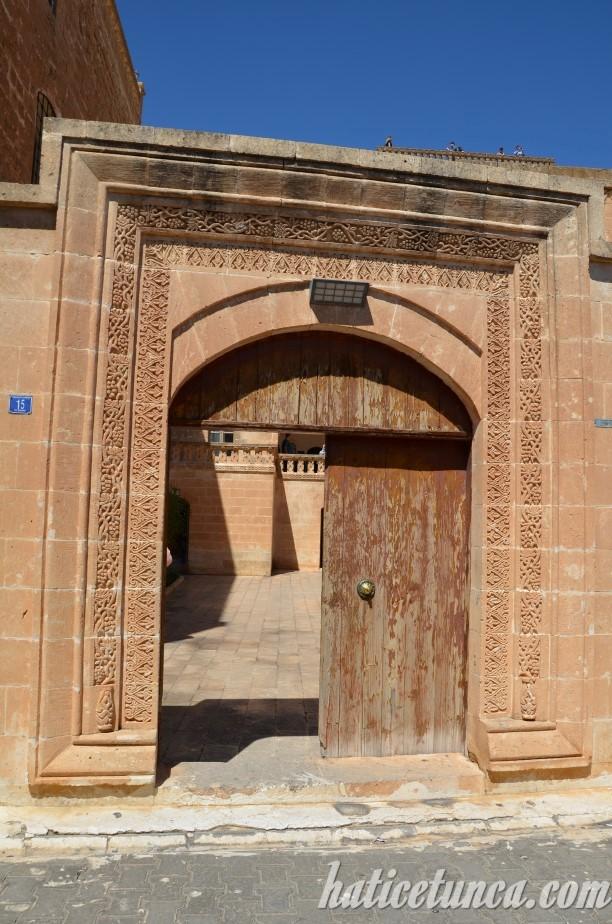 Midyat Konuk Evi giriş kapısı