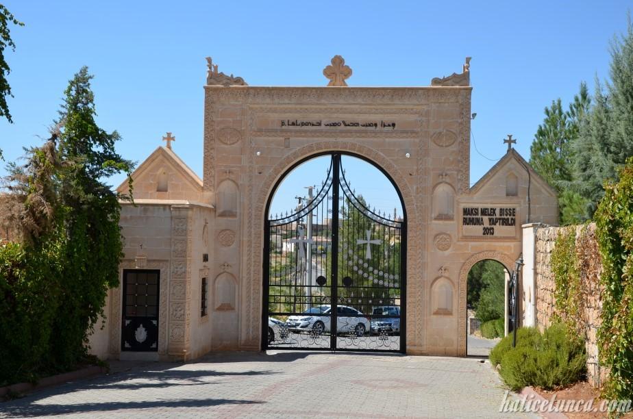 Mor Hobil Mor Abrohom Manastırı kapısı