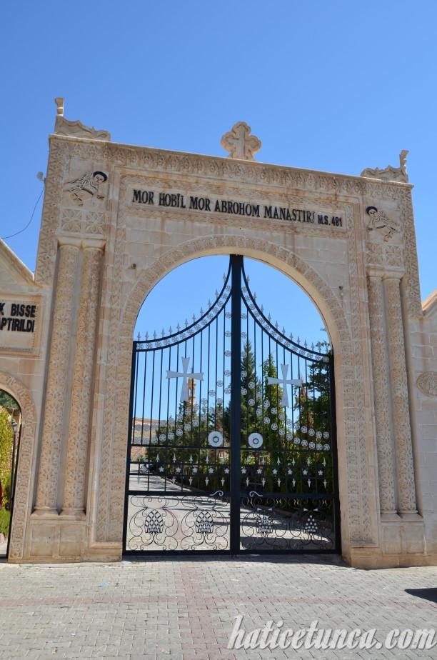 Mor Hobil Mor Abrohom Manastırı giriş kapısı