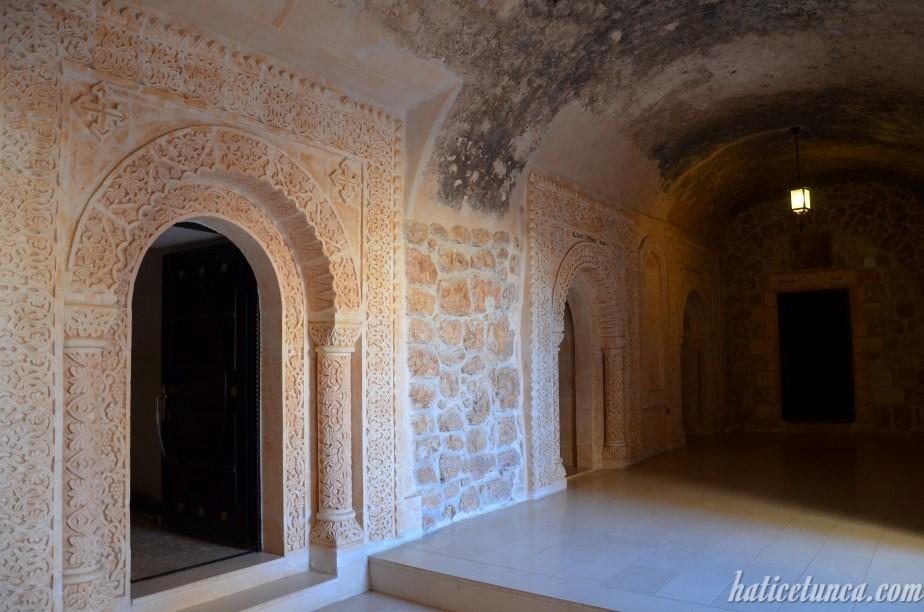 Mor Gabriel Manastırı-Mezarlar